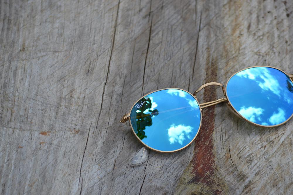 872485720 Óculos Ray-Ban Round RB3447 metal dourado redondo com lente espelhada azul  polarizada