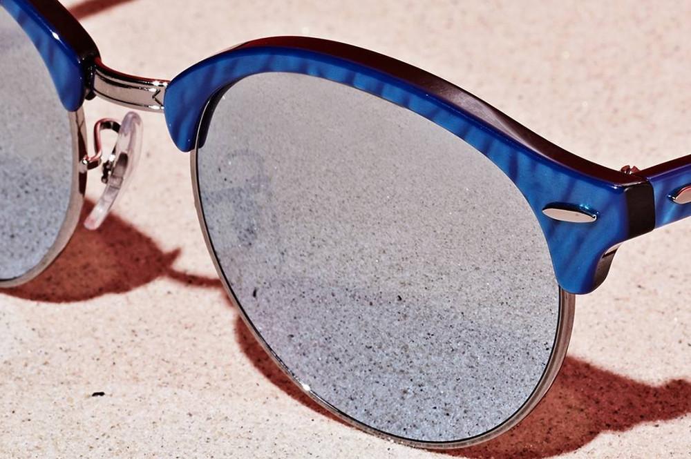 020bc5db1dfa9 Óculos de Sol Ray-Ban RB4246 Clubround azul rajado com metal prata e lentes  espelhadas prata