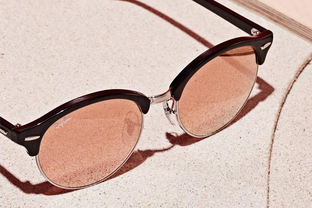 c01ee0abb29ae Óculos de Sol Ray-Ban RB4246 Clubround preto e lente espelhada rosê